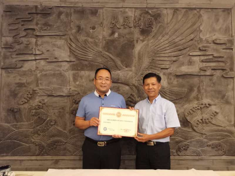 刘超英担任新华小记者顾问
