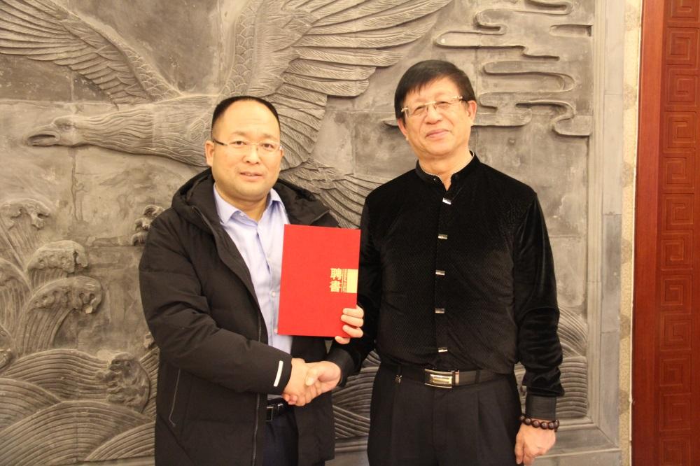林伟功先生担任新华小记者顾问