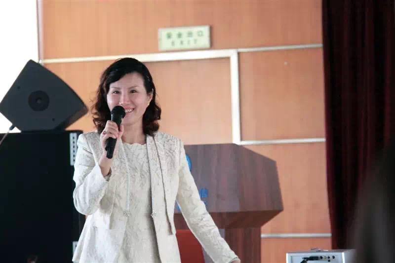 陈萍怡担任新华小记者专家顾问