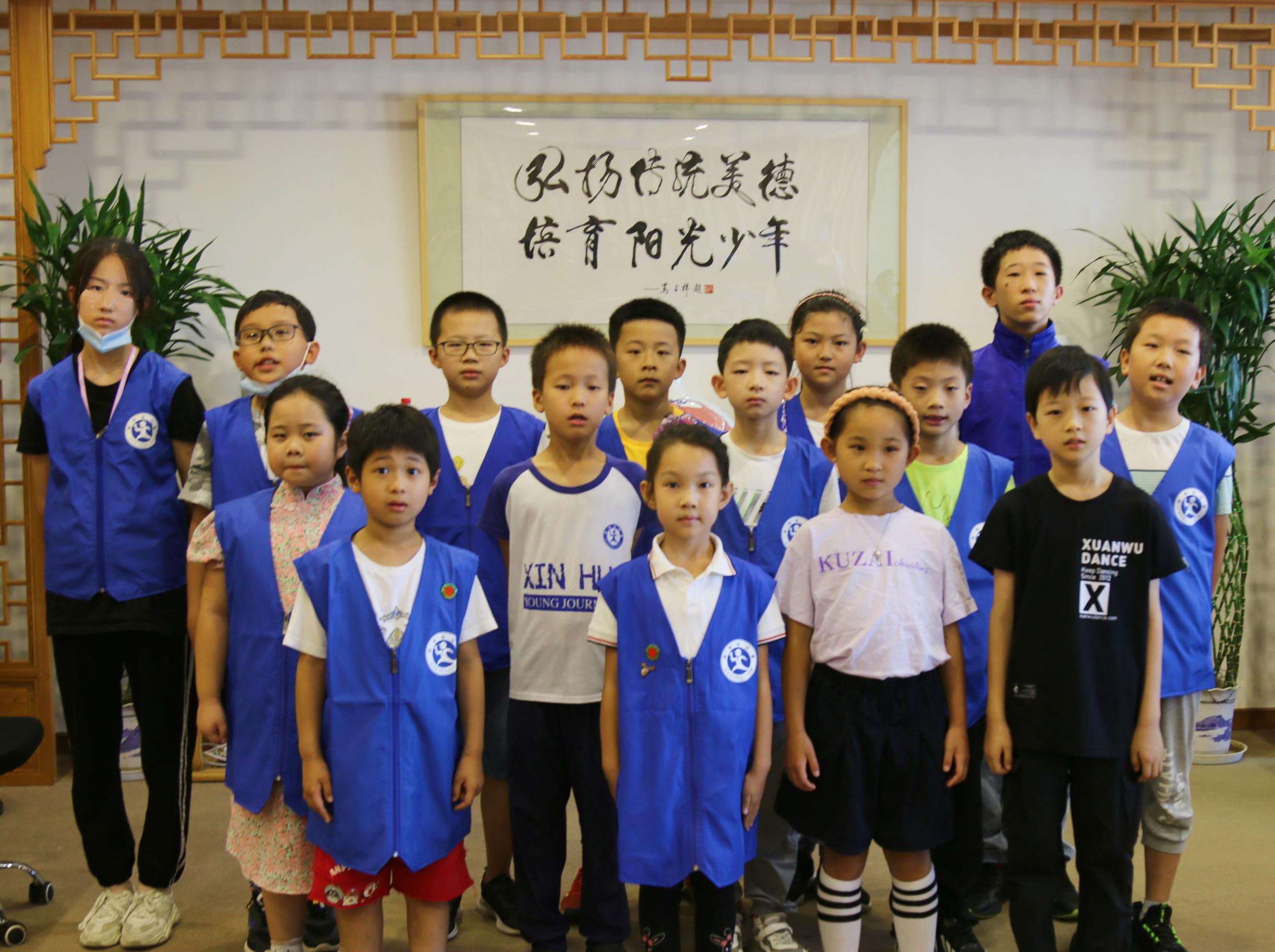 首期阳光少年公益读书会在北京举行 ——读新三字经,做阳光少年!